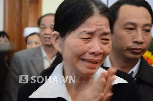 Người đến viếng bày tỏ sự thương tiếc vô hạn trước sự ra đi của ông Nguyễn Bá Thanh