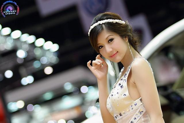 Panattha là nữ thạc sỹ kiêm người mẫu thành công và nổi tiếng ở Thái Lan.