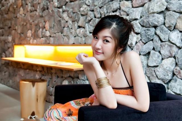 Gương mặt xinh đẹp của nữ thạc sỹ nhận không ít lời khen ngợi của truyền thông và người hâm mộ.