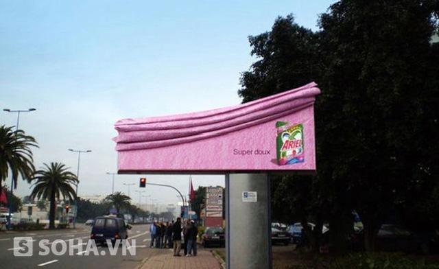 """Với sologan ngắn gọn: """"Super doux"""" (siêu mềm mại), tấm poster đầy tính tượng hình này để thể hiện triệt để lời khẳng định của hãng nước giặt Ariel về chất lượng của mình."""