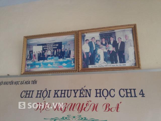 Những hình ảnh của ông Thanh và bà con trong họ được treo trang trọng trong nhà thờ này.