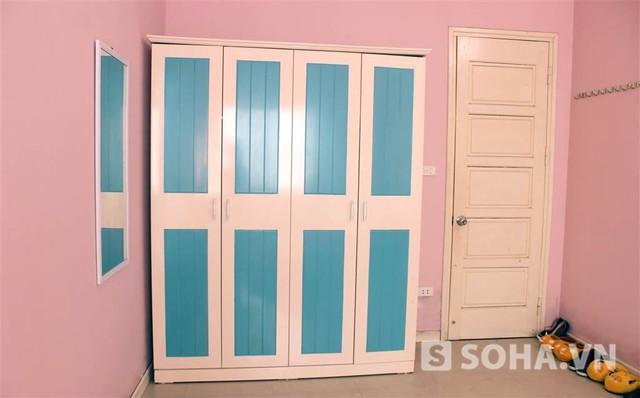 Hữu Công phân trần: Vì đôi khi phải dùng phòng này làm bối cảnh quay phim và quay clip nên sơn màu hồng cho...đẹp. Vì tường đã màu hồng nên đồ đạc cũng phải nhí nhảnh cho nó...cùng bộ.