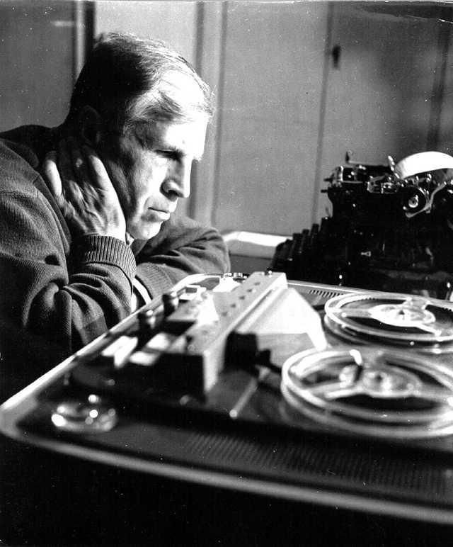 Lev Semenovich Pontryagin (1908-1988) là một nhà toán học Nga. Ông sinh ra tại Moskva và bị mất thị lực trong một vụ nổ bếp dầu lúc ống 14 tuổi.