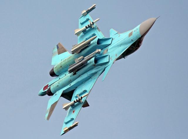 Su-34 có khả năng thao diễn không kém các máy bay tiêm kích thế hệ 4 tiên tiến nhất thế giới hiện nay.