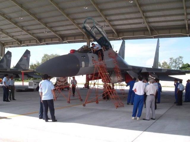 Máy bay Su-30MK2 và Su-27SM của Indonesia cũng được để trong nhà thép tiền chế giống như Không quân Việt Nam
