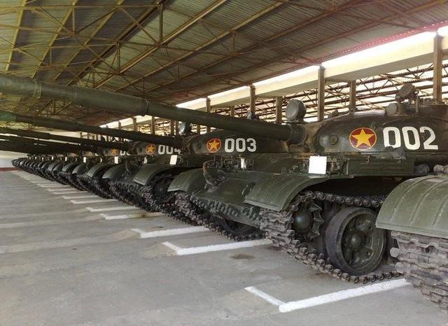 Xe tăng chiến đấu chủ lực T-62 của Việt Nam.