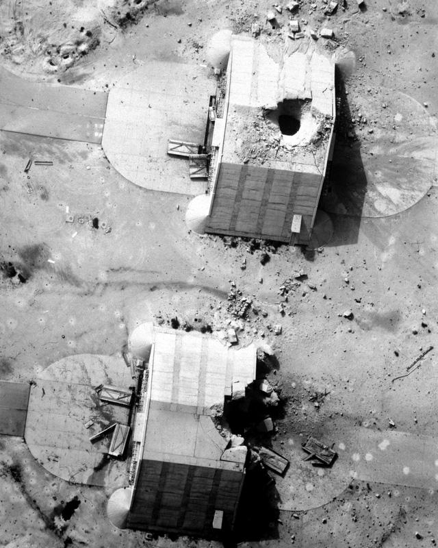 Nhà chứa máy bay bằng bê tông cốt thép hết sức kiên cố do Pháp xây dựng ở căn cứ Ahmed Al Jaber (của Kuwait) mà Iraq chiếm được khi xâm lược đều bị phá hủy bởi các loại bom xuyên có điều khiển chính xác