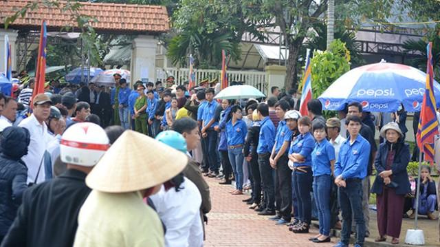 Tại nhà riêng của ông Nguyễn Bá Thanh cách đây ít phút (Ảnh: Tấn Lực/Tuổi trẻ)