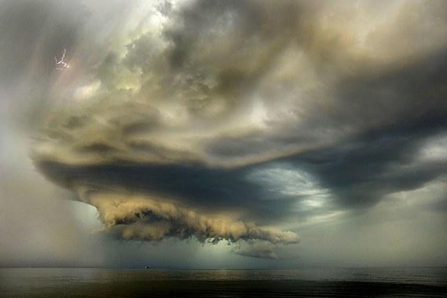Thời tiết kinh hoàng trên biển. Hình minh họa