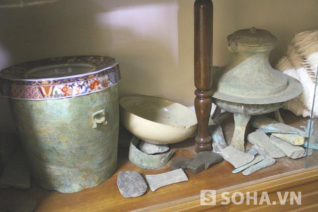 Rất nhiều đồ cổ từ thời đồ đá.