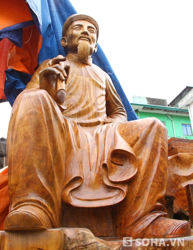 Chia sẻ về ý tưởng tạc tượng này, anh Huy cho biết do từ nhỏ đã được nghe những lời ru câu kiều nên không biết mến mộ cụ Nguyễn Du từ lúc nào. Từ đó anh ấp ủ tạc tượng để tôn vinh cụ.