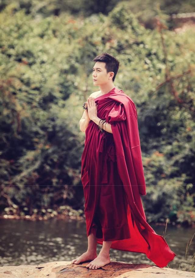 Ca sĩ Hùng Thanh.