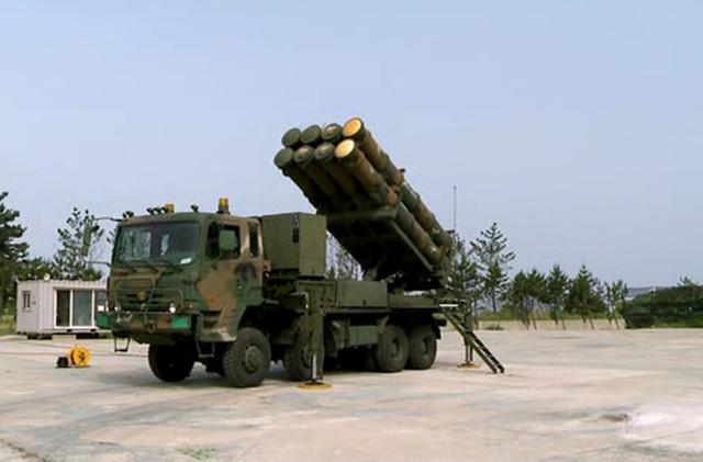 Bệ phóng KM-SAM đang triển khai trận địa.