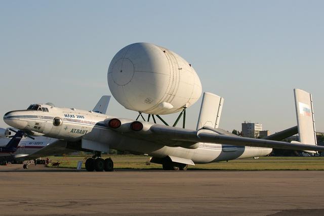VM-T Atlant được trưng bày tại triển lãm hàng không MAKS 2005 với một cấu kiện lớn trên lưng