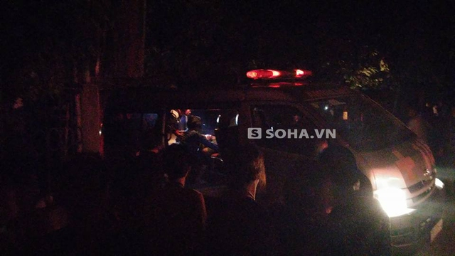 Xe cứu thương nhanh chóng đưa các nạn nhân đi cấp cứu.