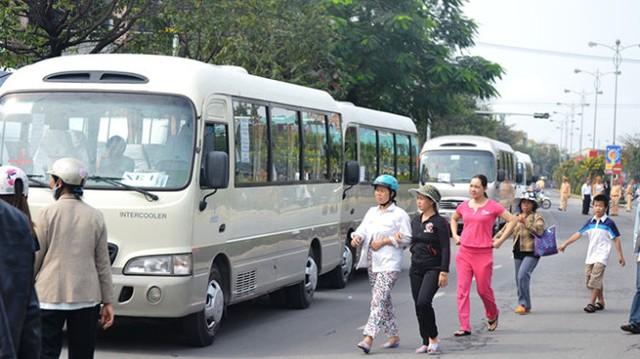 Đoàn xe chuẩn bị đưa tang ông Nguyễn Bá Thanh (Ảnh: Lê Trung/Tuổi trẻ)