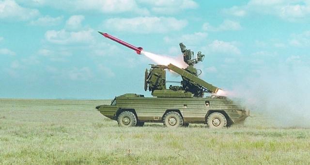 Hệ thống Osa đang bắn tên lửa 9M33