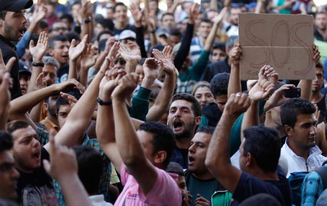 Cuộc khủng hoảng nhập cư gần đây đã kéo Thổ Nhĩ Kỳ lại gần hơn với EU. Ảnh: AP