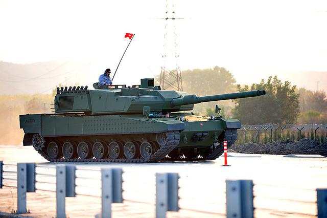 Xe tăng Altay thử nghiệm