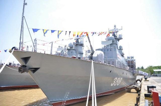 Lễ thượng cờ 2 tàu tên lửa tấn công nhanh 379 và 380.