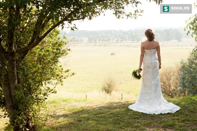 Vì lý do gì mà cô dâu luôn phải mặc váy trắng trong ngày cưới?
