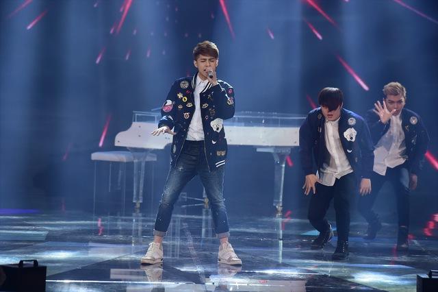 Noo Phước Thịnh tự tin hát ca khúc Cause I Love You do Đỗ Hiếu mới sáng tác theo thể loại RnB.