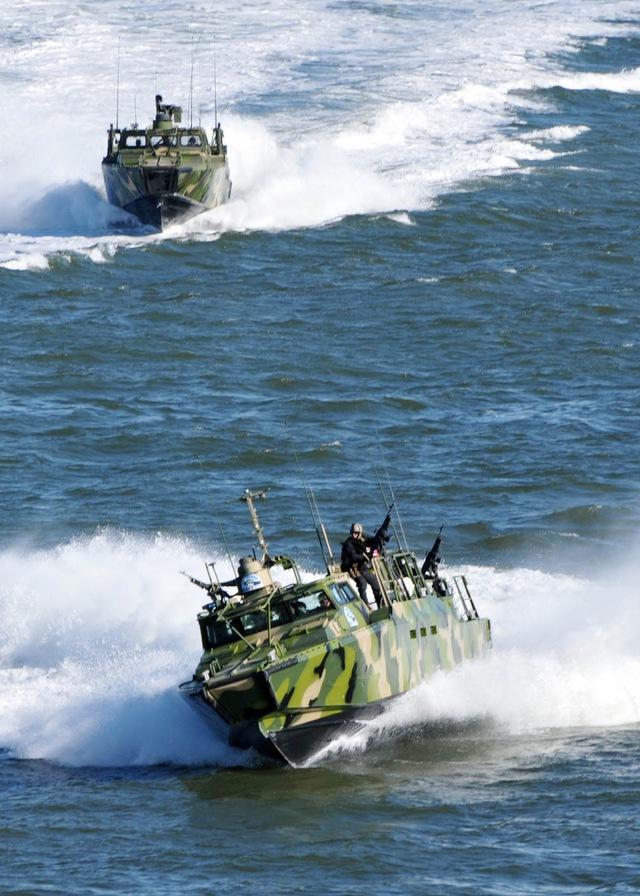 2 chiếc xuồng cùng loại với 2 chiếc bị Iran bắt giữ sáng nay.