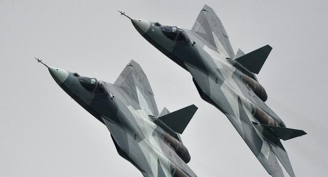 Biên đội T-50 PAK-FA tham gia bay biểu diễn.