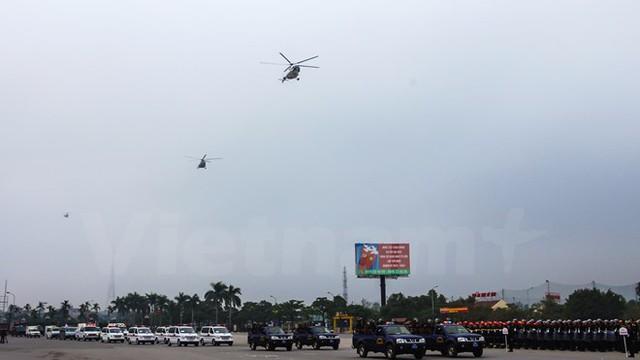 3 trực thăng của trung đoàn Không quân 916, trực thuộc Sư đoàn 371 Quân chủng Phòng không không quân cũng tham gia diễu hành bảo vệ Đại hội Đảng. (Ảnh: Minh Sơn/Vietnam+)