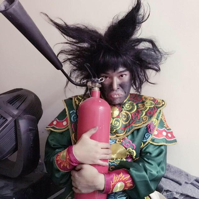 Dù là vai phụ nhưng Minh Quân tiếp tục gây ấn tượng với vai khỉ đầu chó.