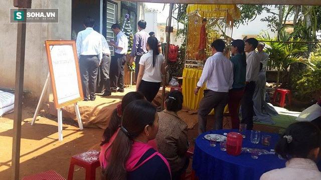 Sáng 31/3, gia đình đã tổ chức tang lễ cho 2 nạn nhân xấu số trong vụ tai nạn.