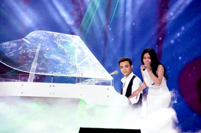 Sang phần hát song ca, Soobin Hoàng Sơn kết hợp với Quán quân Giọng hát Việt mùa 2 – Vũ Thảo My qua ca khúc Trái tim không ngủ yên.
