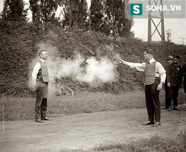 Thử nghiệm áo chống đạn năm 1923