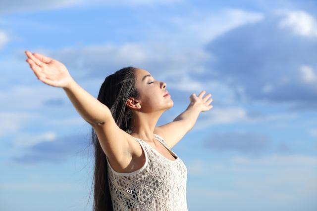 Hít thở sâu giúp thải chất độc trong phổi