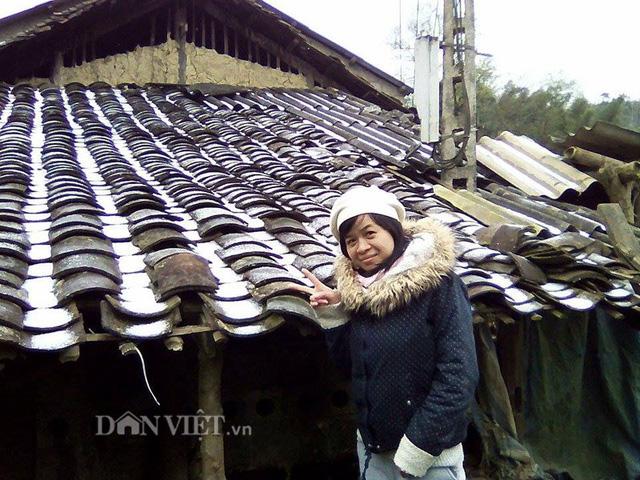 Tuyết rơi trắng mái nhà ở huyện Trà Lĩnh, tỉnh Cao Bằng. Ảnh: Dân Việt