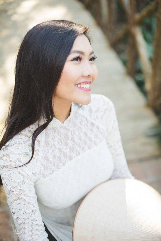 Nữ du học sinh chia sẻ, vào ngày giáp Tết cô thường xuống khu phố của người Việt mua bánh chưng, bánh tét, chả lụa... rồi làm cơm Tết như mọi gia đình người Việt.