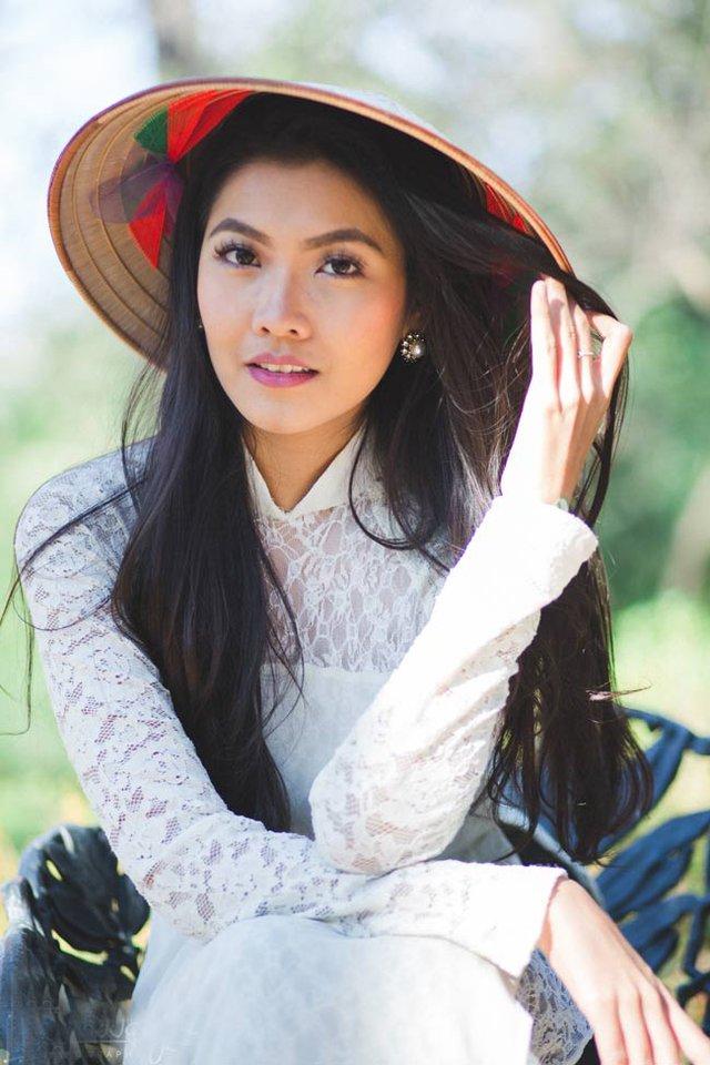 Nghĩ về những cái Tết được đón tại Việt Nam, Hoa khôi Miss Du học sinh không khỏi bồi hồi, xúc động.