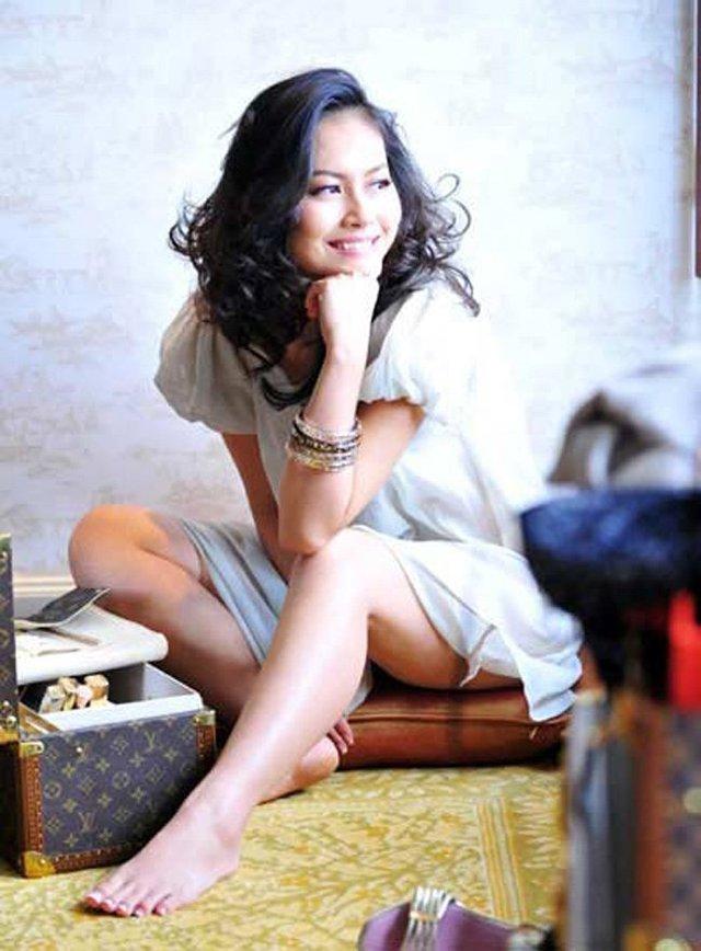 Nụ cười rạng ngời của nữ diễn viên, khác hẳn khi vào những vai diễn nghệ thuật đầy ám ảnh.