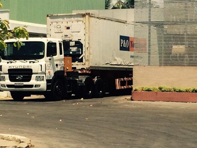 Đóng vào container ngay tại nhà máy và được Hải Quan niêm phong ngay tại chỗ và sau đó là xuất khẩu cho đối tác.