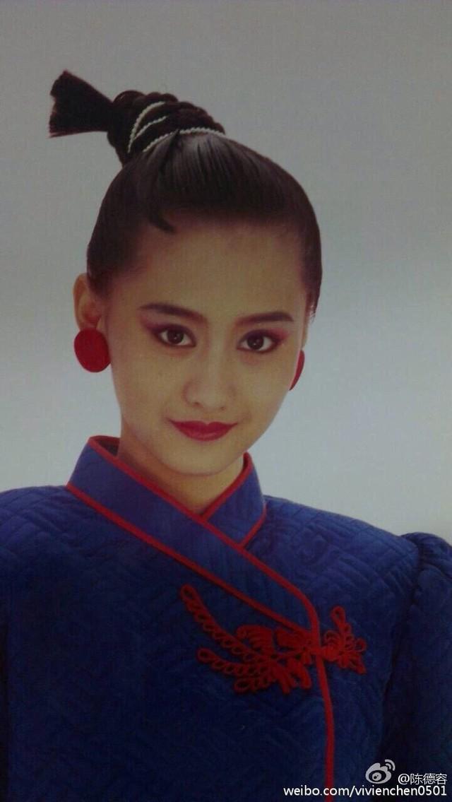 Nhan sắc của Trần Đức Dung khiến người đối diện không tin cô mới là thiếu nữ 13 tuổi, Nét trưởng thành trên gương mặt của người đẹp khiến nhiều người cho rằng đó là hình ảnh của một cô gái tuổi trăng tròn.