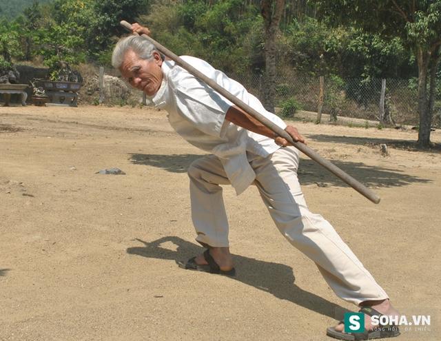Võ sư Phi Long là đại sư phụ của 31 võ đường dải từ Nam chí Bắc.