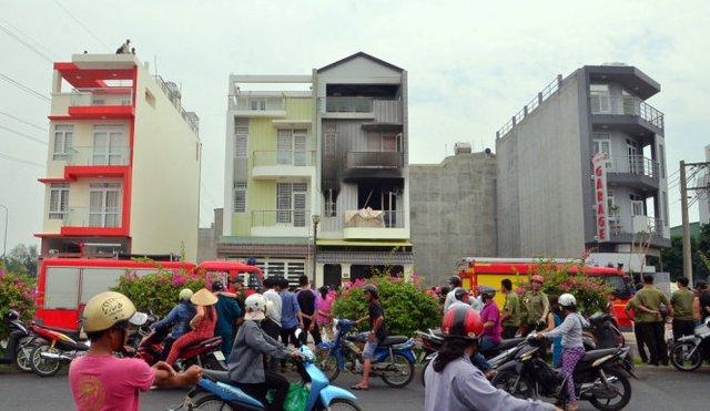 Lực lượng chức năng có mặt xử lý vụ việc - Ảnh: Đại Việt
