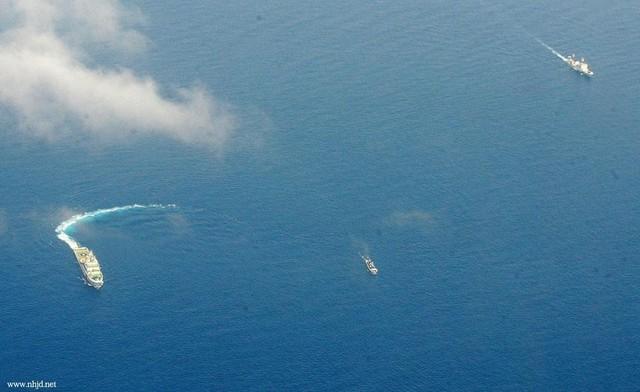 Một vụ các tàu Trung Quốc đuổi tàu cá Philippines ở gần bãi Cỏ Mây năm 2014. Ảnh: Huanqiu