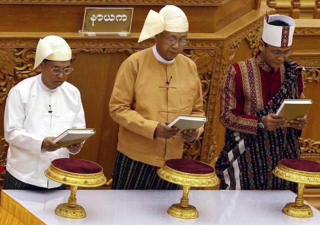 Ông Htin Kyaw tuyên thệ nhậm chức Tổng thống hôm 30/3/2016.