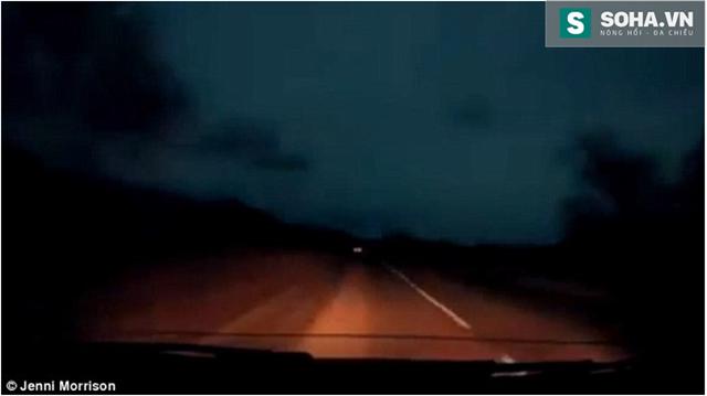 Hình ảnh do người lái xe trên đường chụp.