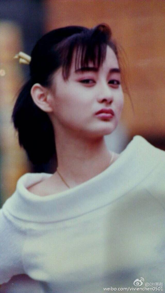 """Được biết, đây là loạt ảnh """"nàng Nhạc Linh San"""" lần thứ hai tham gia chụp ảnh quảng cáo. Trước đó Trần Đức Dung cũng từng chụp ảnh quảng cáo lần đầu năm cô lên 9 (năm 1983). Chính nhờ những bộ ảnh quảng cáo giúp ngôi sao Lộc đỉnh ký được các nhà làm phim chú ý."""