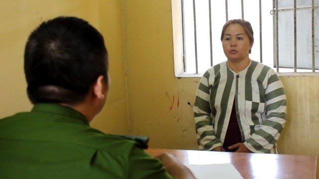Nguyễn Kim Ngân làm việc tại cơ quan điều tra - Ảnh A.X