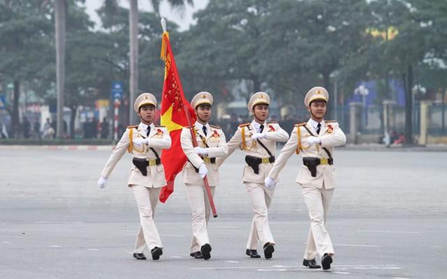 Sau lệnh phát động lễ xuất quân, các đơn vị tiến hành diễu binh với gần 5200 cán bộ, chiến sĩ từ các khối. (Ảnh: Minh Sơn/Vietnam+)