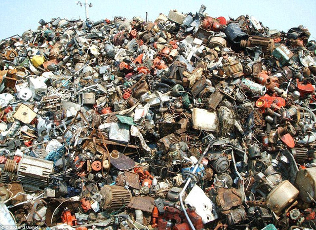 Làm sao tìm ra con mèo trong đống rác này?