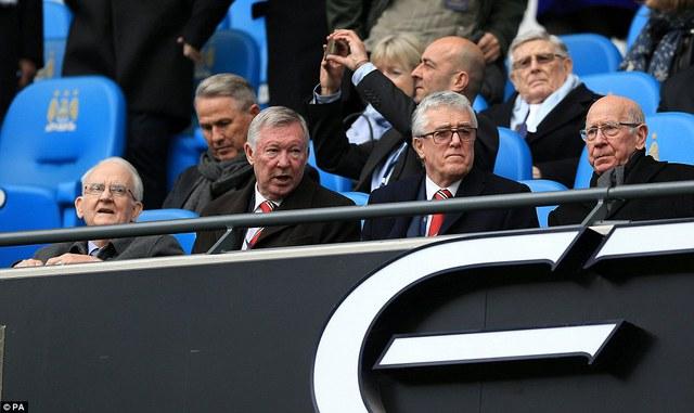 Sir Alex có mặt trên khán đài để chứng kiến trận đấu quyết định top 4 của Man United.